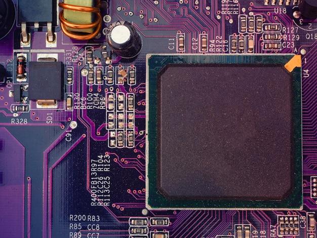 Nahaufnahme des computerchips an bord mit leerem platz für ihre namensgebung Premium Fotos