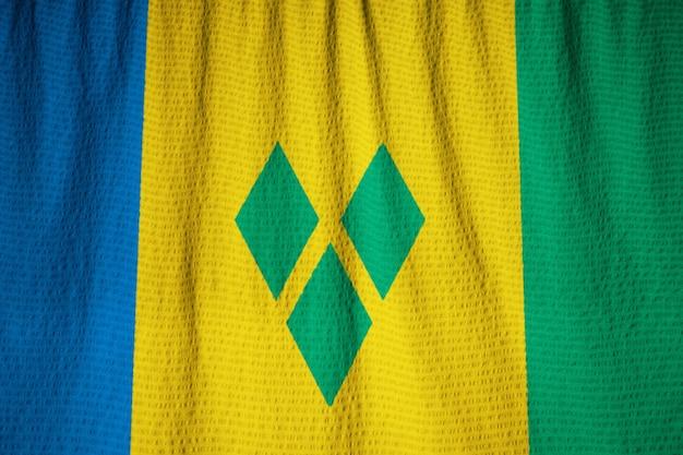 Nahaufnahme des gekräuselten st. vincent und der grenadinen-flagge