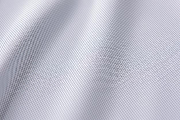 Nahaufnahme des gekräuselten weißen seidengewebes, weißer stoffbeschaffenheitshintergrund