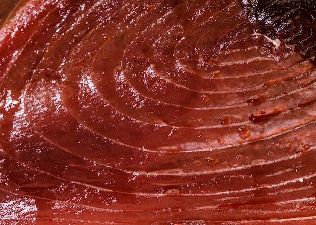 Nahaufnahme des geschnittenen fischfleisches im markt