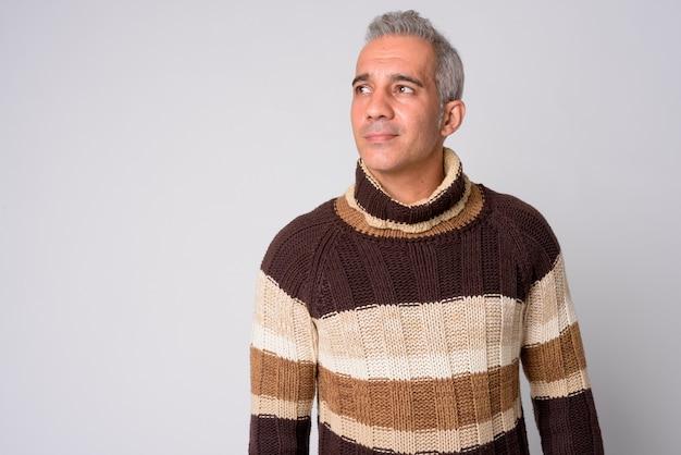 Nahaufnahme des gutaussehenden persischen mannes lokalisiert