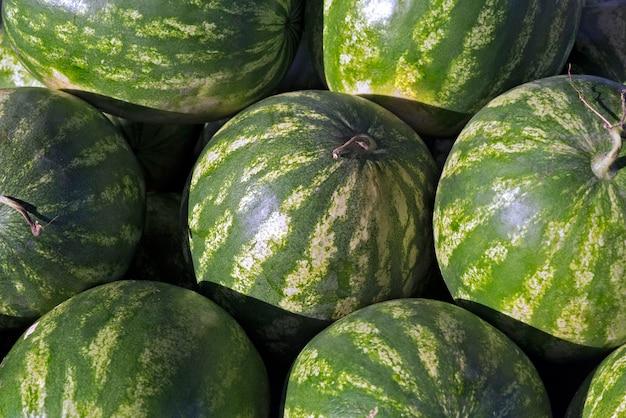 Nahaufnahme des haufens der wassermelonen