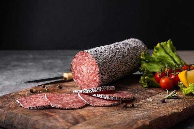 Nahaufnahme des köstlichen salami-konzepts