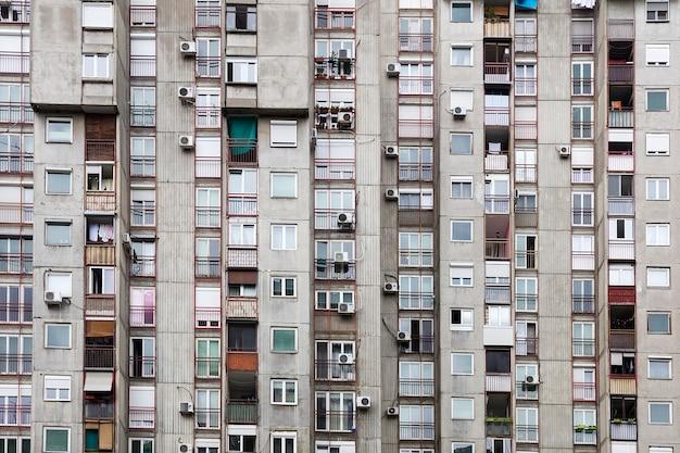 Nahaufnahme des konkreten städtischen gebäudes