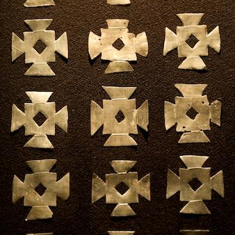 Nahaufnahme des musters auf der wand eines museums, museo de arte precolombino, cuzco, peru