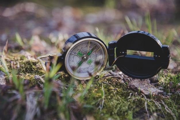 Nahaufnahme des offenen kompasses