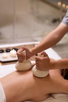 Nahaufnahme des patienten bei der spa-therapie