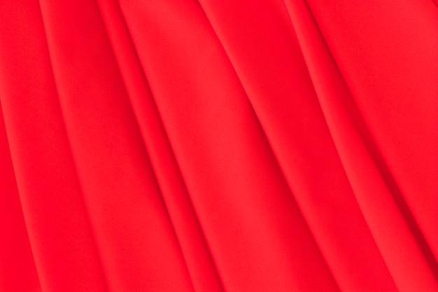 Nahaufnahme des roten gefalteten gewebehintergrundes