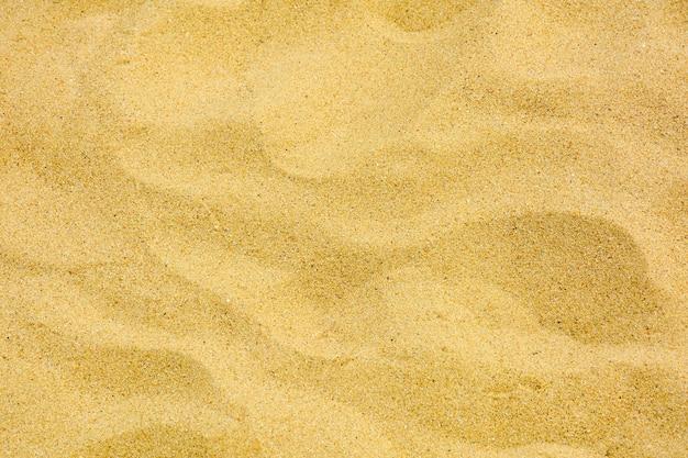 Nahaufnahme des sandmusters eines strandes im sommer