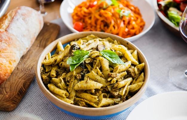 Nahaufnahme des selbst gemachten italienischen lebensmittels