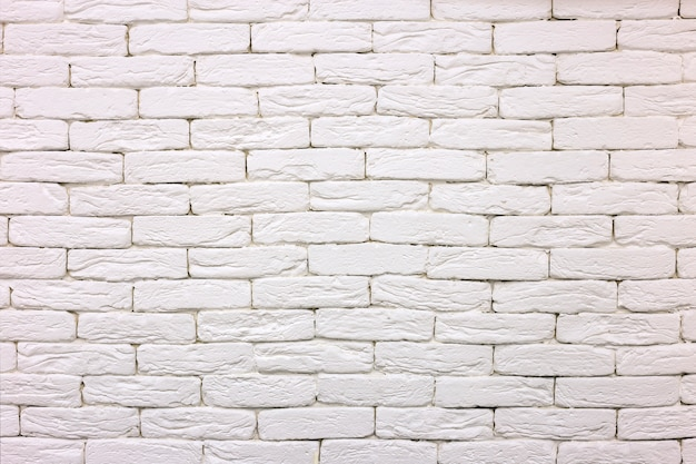 Nahaufnahme des weiß gemalten weiß getünchten festen ziegelhintergrundes