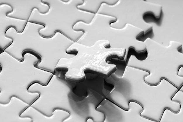 Nahaufnahme des weißen puzzles für geschäftskonzept