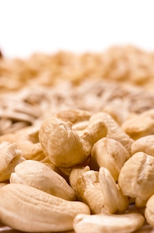 Nahaufnahme details auf cashewnüssen isoliert