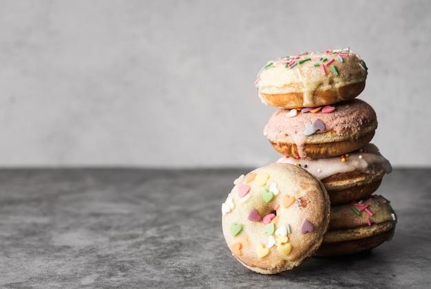 Nahaufnahme donuts mit zuckerguss