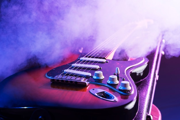 Nahaufnahme e-gitarre auf der bühne
