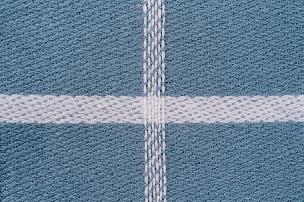 Nahaufnahme einer blau-weiß karierten serviette oder tischdecke für den hintergrund. küchenzubehör