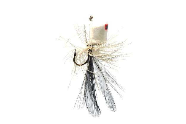 Nahaufnahme einer bunten fischfliege auf weiß.