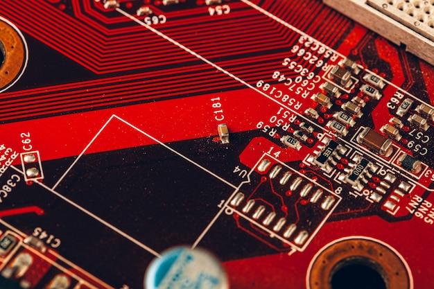 Nahaufnahme einer elektronischen leiterplatte mit prozessor