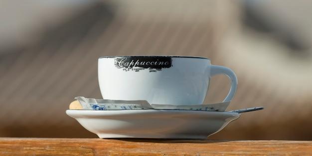 Nahaufnahme einer schale cappuccinos, silk road dunhuang-hotel, dunhuang, jiuquan, gansu-provinz, china