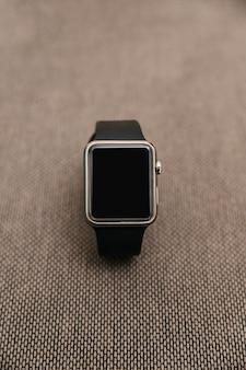 Nahaufnahme einer schwarzen smartwatch