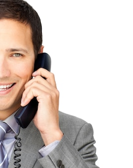 Nahaufnahme eines geschäftsmannes, der am telefon spricht