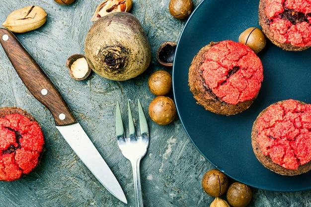 Nahaufnahme eines rote-bete-muffins