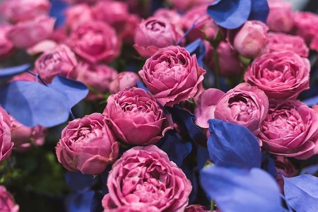 Nahaufnahme eines schönen blumenstraußes der rosafarbenen rosen