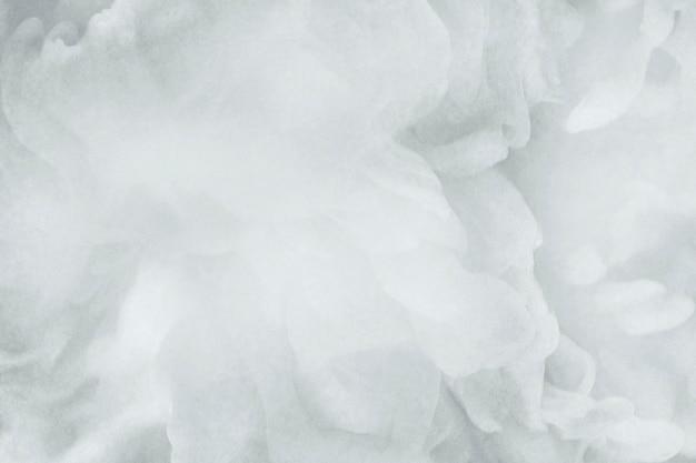 Nahaufnahme eines weißen rauchigen abstrakten