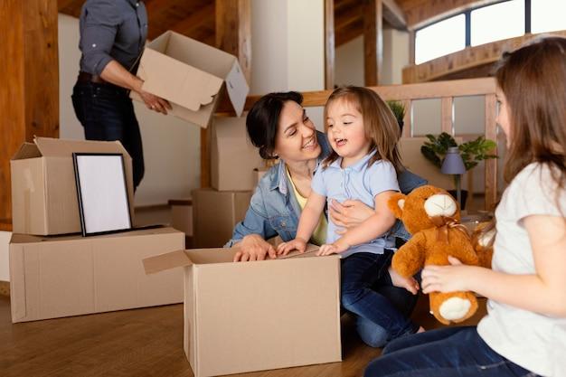 Nahaufnahme familienverpackung zusammen