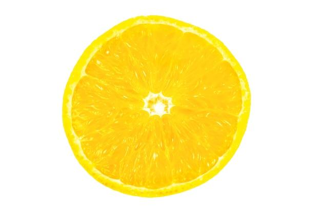Nahaufnahme foto von orange auf weißem hintergrund. orangenfrucht halbieren, innen, makroansicht.