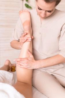 Nahaufnahme frau massage client