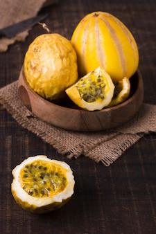 Nahaufnahme frische guave bereit, serviert zu werden