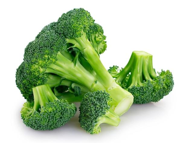 Nahaufnahme frischer brokkoli isoliert