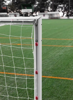 Nahaufnahme fußballnetz und feld