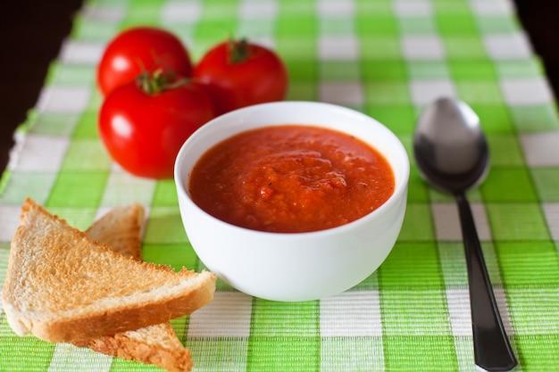 Nahaufnahme gazpacho-suppe