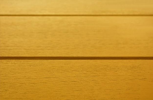 Nahaufnahme gelb gefärbte hölzerne tischoberfläche