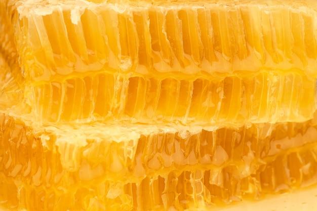 Nahaufnahme geschnitten frische goldene kammhonig hintergrundtextur, vollbild-wabenmuster, seitenansicht
