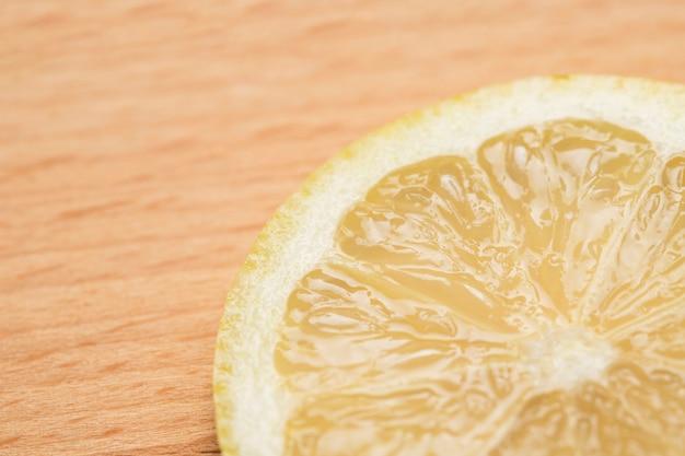 Nahaufnahme geschnittene zitronenscheibe
