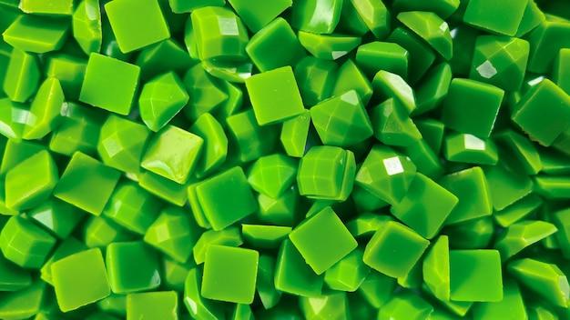 Nahaufnahme grüne quadratische diamanten für diamantstickhobbys und diy-materialien zum erstellen von diamanten
