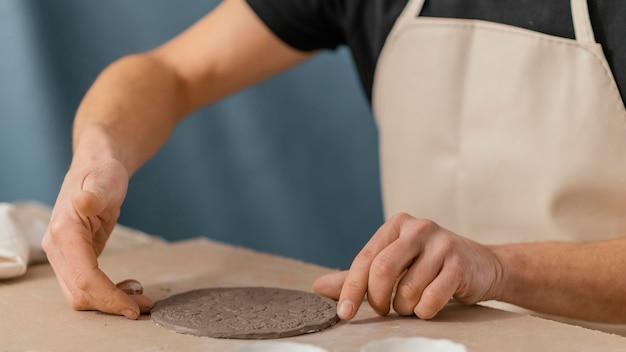 Nahaufnahme hand machen platte