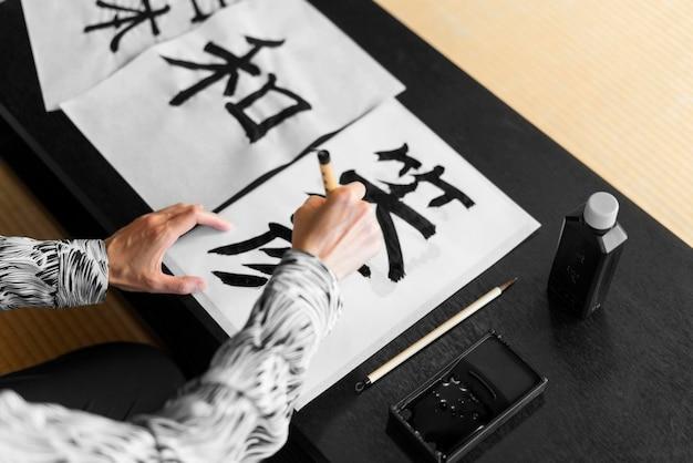 Nahaufnahme handmalerei japanische buchstaben