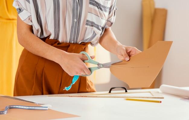 Nahaufnahme handschneiden papier