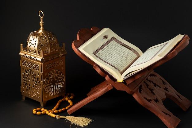 Nahaufnahme islamisches neues jahr mit koranbuch