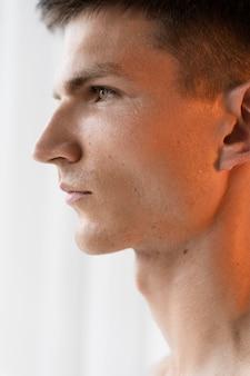 Nahaufnahme junger mann porträt