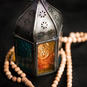 Nahaufnahme kerze am ramadan tag
