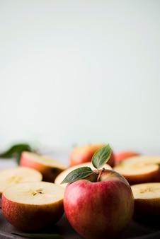Nahaufnahme köstliche äpfel bereit, serviert zu werden