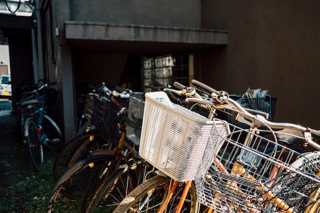 Nahaufnahme korb mit fahrrad
