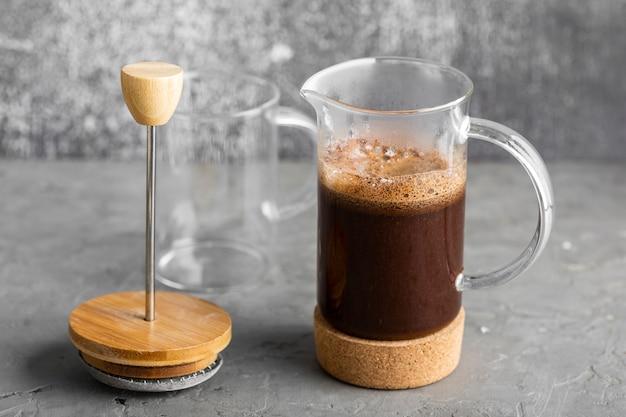 Nahaufnahme leckeren frischen kaffee bereit zum servieren