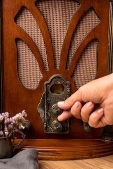 Nahaufnahme luxus vintage broadcast radio empfänger