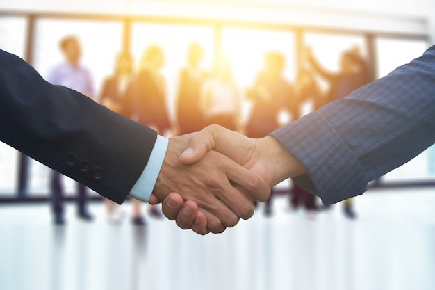 Nahaufnahme menschen hände schütteln geschäftspartnerschaft erfolg, hand schütteln konzept, business team meeting in office teamwork planung marketing-projekt